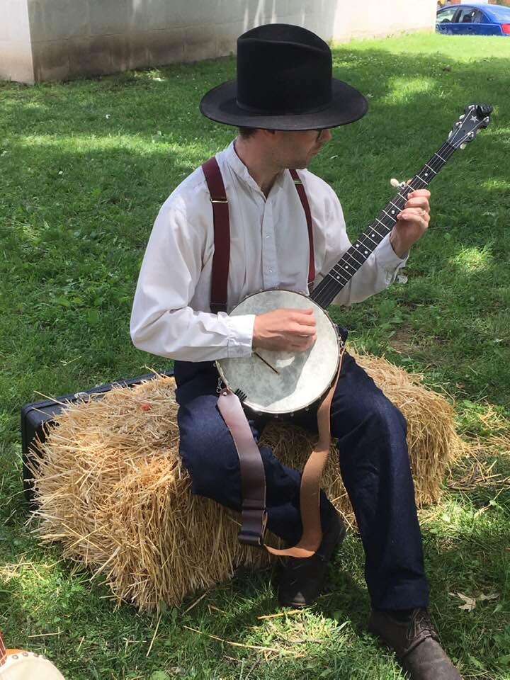 Derrick Doty playing banjo